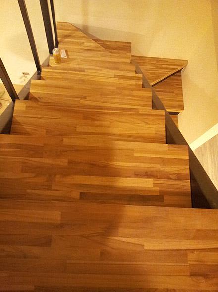楼梯木地板施工后